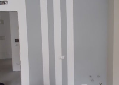 esecuzione di tinteggiatura interna con pittura all'acqua traspirante